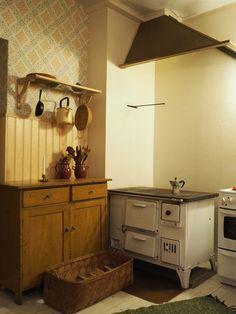 Renovated kitchen in the style of 1930's, Finland. http://kurpitsakartano.blogspot.fi/2016/12/keittioremontti-osa-2.html?m=1