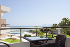 Phaedra Hotel || Only 7 kilometres from Chania, the beachfront hotel Phaedra offers studios and apartments with panoramic views of the blue-flag awarded golden sandy beach of Kato Stalos.