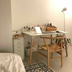 6 creative tips on how to make a small bedroom look larger 7 Study Room Decor, Bedroom Decor, Room Interior, Interior Design, Aesthetic Room Decor, Beige Aesthetic, Minimalist Room, Cozy Room, Dream Rooms