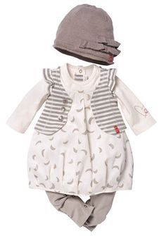 Newborn gray & white sweet little ouff-a-fit by Zindino;) I want this so bad! So darling!!