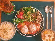 本日の#麻祐子飯 *トマト煮込みハンバーグ *たっぷり野菜スープ *きのこソテー *ガーリックバターライス 珍しく洋食🙌🏻 Curry, Ethnic Recipes, Food, Curries, Essen, Meals, Yemek, Eten