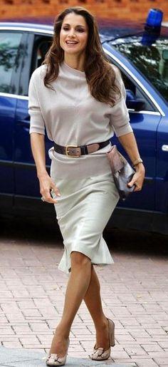 Rania de Jordania, extremadamente elegante (aunque lleeeena de colágeno).