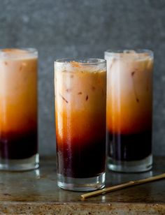 Easy Thai Tea Recipe - I can drink gallons of this homemade thai iced tea! This easy thai tea recipe is made with thai tea mix and just like what Thai restaurants serve. Thai Tea Recipes, Iced Tea Recipes, Coffee Recipes, Drink Recipes, Refreshing Drinks, Summer Drinks, Non Alcoholic Drinks, Beverages, Tea Drinks