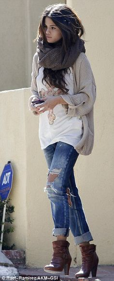 Similar but different: The star still chose a pair of denim bottoms and a beige knit