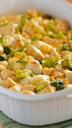 Make this 3 ingredient Chicken & Broccoli Bubble Up for dinner and your family will thank you for it! 3 Ingredient Dinners, 3 Ingredient Recipes, Casserole Recipes, Crockpot Recipes, Cooking Recipes, Healthy Recipes, Healthy Foods, Turkey Recipes, Dinner Recipes