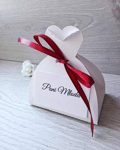 Winietki, podziękowania dla gości, pudełko w kształcie sukni ślubnej <3 Tworzymy Wyjątkowe (@tworzymywyjatkowe) • Zdjęcia i filmy na Instagramie Place Cards, Gift Wrapping, Place Card Holders, Gifts, Instagram, Gift Wrapping Paper, Presents, Wrapping Gifts, Favors