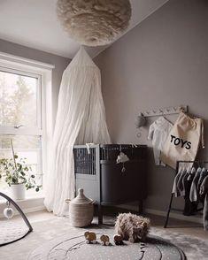 Love this gorgeous kid's room by 👈🏻 Midnatt organic duvet set available online 💫 . Baby Bedroom, Baby Boy Rooms, Baby Room Decor, Nursery Room, Kids Bedroom, Baby Room Design, Nursery Inspiration, Kidsroom, White Light