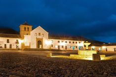 This is a town 2 hours from Bogota with amazing architecture and incredible landscapes Amazing Architecture, The Incredibles, Tours, Mansions, House Styles, City, Travel, Landscapes, Home