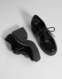 Black platform derby shoes Looking for a similar shoe but better brand Block Heel Loafers, Block Heel Shoes, Mens Fashion Shoes, Fashion Mode, Sock Shoes, Cute Shoes, Asian Shoes, Korean Shoes, Black Block Heel Boots