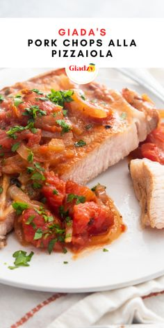My Pork Chops alla Pizzaiola is a one-pot dinner that's a perfect weeknight meal for two. Pizzaiola is a brightly flavored tomato sauce that gets flavored similarly to pizza with a variety of herbs. I use it as a quick sauce for all kinds of protein, from chicken sliders to meatballs and everything in between! Giada Recipes, Veal Recipes, Entree Recipes, Paleo Recipes, Italian Dishes, Italian Recipes, Bbq Menu, Pork Bacon, Chicken Sliders