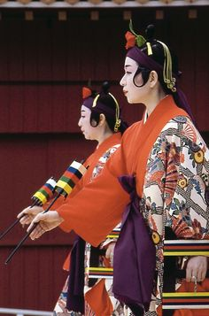 DANZA KASEKAKE  -  Tejedora hace el kimono para su lejano amor