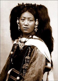Ema!  This Tibetan noble lady is such an impressive dakini or naldjorma as such.