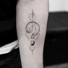 awesome Body - Tattoo's - Geometric Lightbulb Tattoo Design by Balazs Bercsenyi Hand Tattoos, Body Art Tattoos, New Tattoos, Small Tattoos, 100 Tattoo, Tattoo Art, Tatoos, Licht Tattoo, Geometric Owl Tattoo