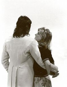my love/hate for paul mccartney is pure linda mccartney is my queen and i also like those other three guys Paul Mccartney Beatles, Paul Mccartney And Wings, Silly Love Songs, Linda Eastman, Pictures Of Lily, Beatles Love, Sir Paul, Famous Couples, The Fab Four