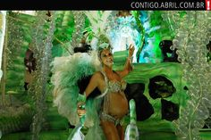 Fernanda Lima desfilou grávida de gêmeos no Carnaval de 2008 pela Escola de Samba Grande Rio. \o/