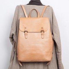 Design unique en cuir véritable sac à dos poches par TheArtistsSack - couleur Saddle