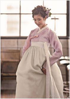 한복 hanbok : korean traditional clothes dress hanbok korean t Korean Fashion School, Korean Fashion Teen, Korean Fashion Winter, Korean Street Fashion, Korean Traditional Dress, Traditional Fashion, Traditional Dresses, Korean Dress, Korean Outfits