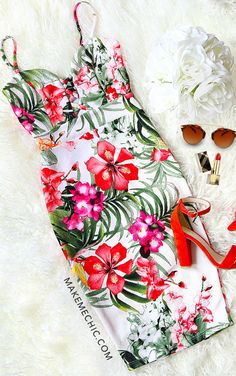 Criss Cross Floral Bodycon Dress IVORY MULTI Hawaii Outfits, Summer Vacation Outfits, Chic Outfits, Fashion Outfits, Hawaii Hawaii, Hawaii Honeymoon, Tropical Dress, Criss Cross, Fashion Dolls