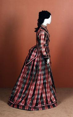 Day dress ca. late From National Museums Scotland [unknown province] gray and pink plaid silk taffeta dress with day and evening bodices (evening not pictured), circa Civil War Fashion, 1800s Fashion, 19th Century Fashion, Victorian Fashion, Vintage Fashion, Victorian Era, Vintage Dresses, Vintage Outfits, Civil War Dress
