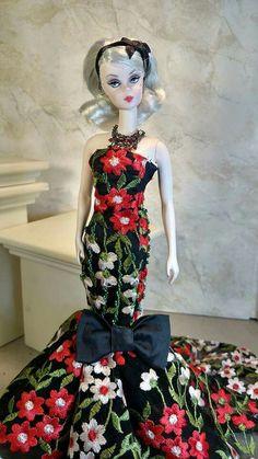 Ginny Liezert design modeled by Silkstone Barbie. Old Barbie Dolls, Vintage Barbie Clothes, Vintage Dresses, Barbie Gowns, Barbie Dress, Doll Dresses, Barbie Collector, Barbie Friends, Barbie World
