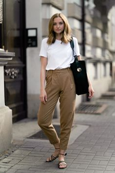 Woolen trousers in camel - fashionmugging minimalist chic, minimalist wardrobe, minimalist clothing, trouser Trouser Outfits, Casual Outfits, Summer Outfits, Trousers Fashion, Trouser Pants, Trousers High Waisted, Cropped Pants, High Waist Pants, Ootd Summer Casual
