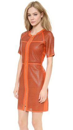 Veronica Beard Кожаное платье с лазерной перфорацией в виде звезд