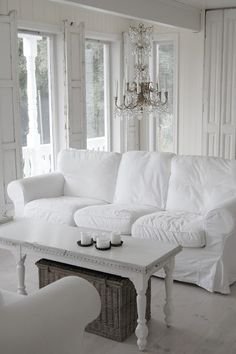 White decor is our fav at Pale Violet.  #pvwinter