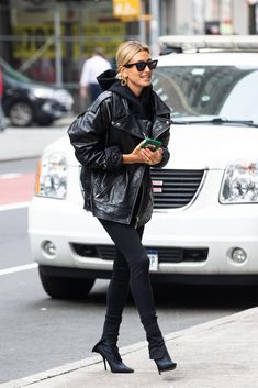 40 Best Casual Winter Outfits Ideas for Women 2020 - Suitable Fashion Ideas for You Estilo Hailey Baldwin, Hailey Baldwin Style, Style Outfits, Mode Outfits, Fashion Outfits, Fashion Trends, Party Fashion, Fashion Shoes, Fashion Jewelry