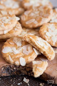 Eenvoudige koekjes Dutch Recipes, Sweet Recipes, Cookie Crumbs, Xmas Cookies, Desert Recipes, Cookie Recipes, Food And Drink, Yummy Food, Snacks