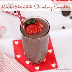 Dark chocolate, creamy greek yogurt, and sweet strawberries are the perfect combination in this frosty, heart healthy Valentine's Day Dark Chocolate Strawberry Smoothie @JlevinsonRD