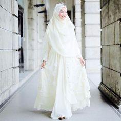 Wedding Gown Muslim Hijab Fashion Beautiful 52 Ideas For 2019 - Prom Dresses Design Muslim Wedding Gown, Muslimah Wedding Dress, Muslim Wedding Dresses, Muslim Brides, Muslim Dress, Wedding Hijab, Dream Wedding Dresses, Wedding Gowns, Bridal Dresses