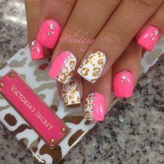 Nail design Acrylic pink with animal print in white, diseno de unas en acrilico rosado con piel animal en blanco