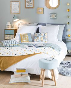 32 Beautiful Bedroom Decor Ideas for Compact Departments; For smart small apartment decorating ideas on a budget, look to accessories. bedroom decor ideas for teens. Home Bedroom, Girls Bedroom, Bedroom Ideas, Master Bedroom, Single Bedroom, Budget Bedroom, Bedroom Layouts, Bedroom Themes, Design Bedroom