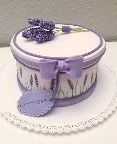 Изысканное украшение для тортов. jjnina100k Gorgeous Cakes, Pretty Cakes, Cute Cakes, Amazing Cakes, Violet Cakes, Purple Cakes, Unique Cakes, Elegant Cakes, Gift Box Cakes