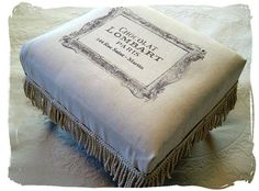 French Inspired Footstool - The Graphics Fairy