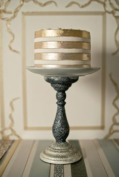 Wedding Desserts: Metallic Wedding Cake Inspiration. The color is elegant, and it's so simple!