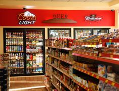In Kwik Trip began selling fresh meats, including hamburger, steaks, chicken and pork. Gondola, Beer Cooler, Fresh Meat, General Store, Gas Station, Signage, Convenience Store, Star, Quartos