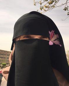 Arab Girls Hijab, Muslim Girls, Muslim Couples, Muslim Women, Stylish Hijab, Casual Hijab Outfit, Niqab Fashion, Muslim Fashion, Hijabi Girl