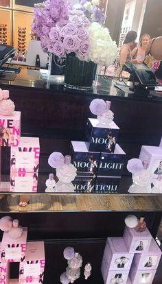 Ariana's new fragrance Ari Perfume, Lovely Perfume, Solid Perfume, Ariana Merch, Ariana Grande Fragrance, Perfume Display, Ariana Grande Cute, Ariana Grande Wallpaper, Son Luna