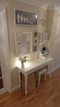 Love this command center! Home mail organization is always something to address!