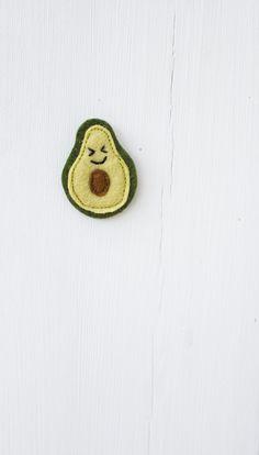 Süße Avocado aus Filz, als Anhänger oder Brosche, Geschenkidee für wenig Geld / low budget gift idea: felted avocado made by Catmade via DaWanda.com