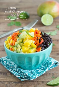 Lovely & Fresh --> Detox Summer Veggie Bowl with Riced Cauliflower via Chelsea's Messy Apron #healthy #protein #lowcarb
