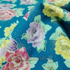 Tela de patchwork de flores con detalles dorados