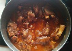Manitas en salsa Receta de Juan Jesus Gata - Cookpad Spanish Kitchen, Chorizo, Slow Cooker, Cooking Recipes, Meals, Dinners, Beef, Food, Celebrities