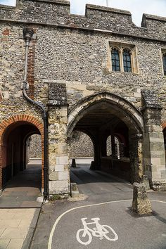 Kings Gate, Winchester Winchester Hampshire, Hampshire England, Motte And Bailey Castle, English Castles, Medieval Times, To Infinity And Beyond, Isle Of Wight, Town And Country, Lake District