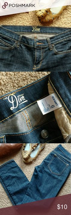 Old Navy Diva Jeans dark wash size 6 GUC Dark wash Diva jeans from Old Navy in size 6. One flaw as pictured - small hole in bottom of leg.  SUPER fast same day or next business day shipping! Old Navy Jeans