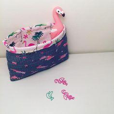 "Alex from Vienna auf Instagram: ""💕 Flamingos #crochet #crocheting #crochetlove #crochetaddict #crochetastherapy #craftastherapy #crochetgirlgang #instacrochet…"" Handmade Clutch, Crochet Clutch, Girl Gang, Vienna, Etsy Store, Crocheting, Coin Purse, Wallet, Instagram"