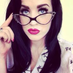 Glasses Sore Eyes, Cat Eye Frames, Girls With Glasses, Womens Glasses, Perfect Woman, Pretty Woman, Specs, Pin Up, Sunglasses