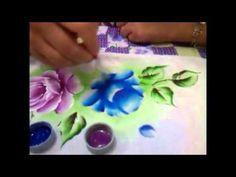 Meu novo video pintando uma rosa azul em tecido.