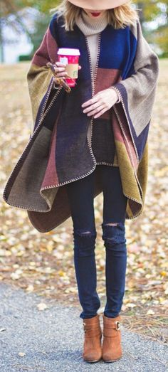 Would love to try out a poncho or cape . Would love to try out a poncho or cape Casual Chic Outfits, Style Casual, My Style, Work Outfits, Fall Winter Outfits, Winter Wear, Autumn Winter Fashion, Fall Fashion, Fashion Cape